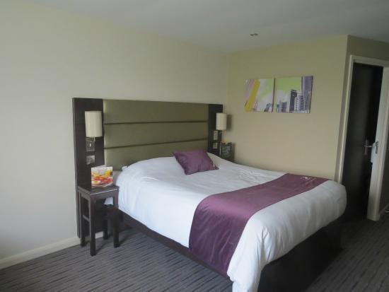 Premier Inn London Greenford Hotel: Room 31 - refurbished room