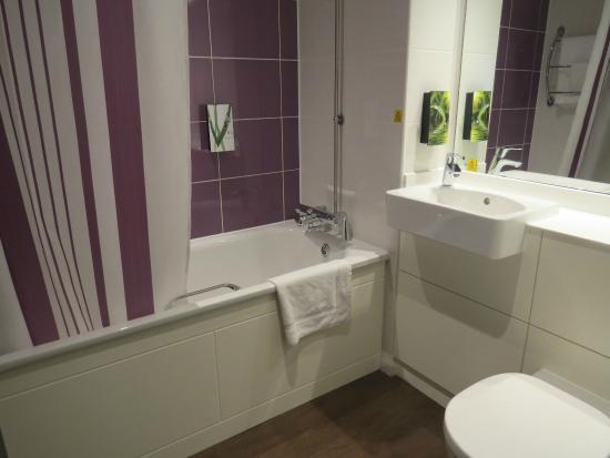 Premier Inn London Greenford Hotel: Bathroom - room 31