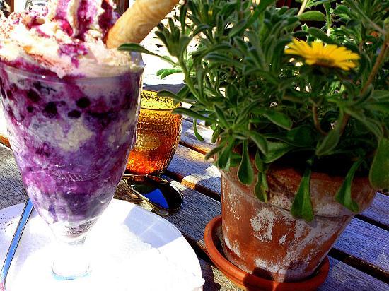 Onkel Tom's Hutte: Grindelwald - Onkel Tom's Hütte - hot berry sundae