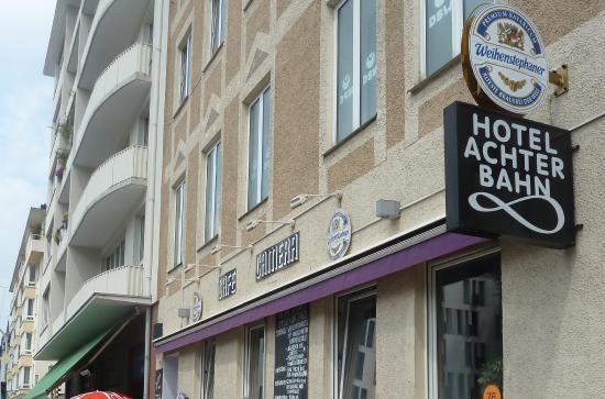 Achterbahn Hotel : Exterior cafetería