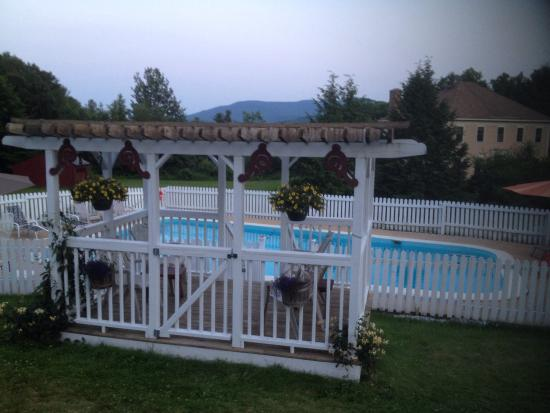 Burkehaven Lodge: July 2015 pool & outside our room