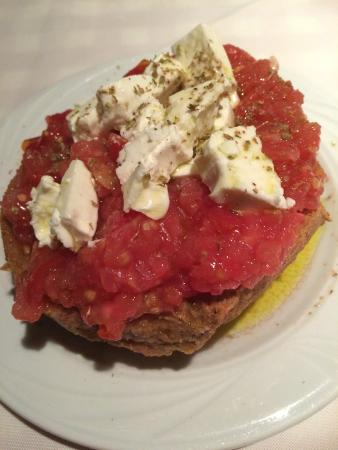 Lichnos Restaurant: Bread with tomatoes and feta.