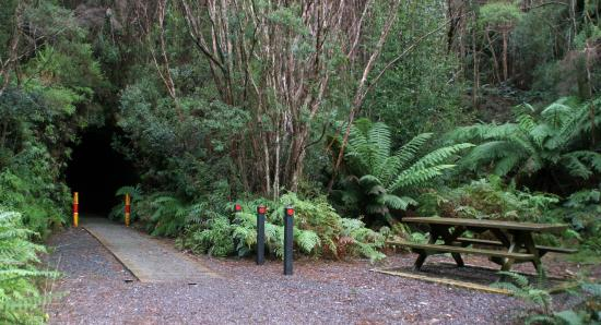 Zeehan, Australia: Other side with picnic table
