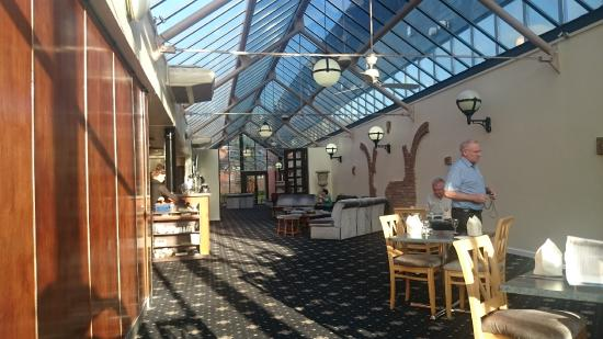 Hermitage Park Hotel: Foyer with dining area