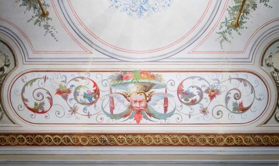 Novella House : Soffitto affrescato