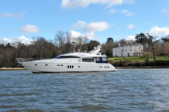 Solent Super Yacht Charters - Day Tours
