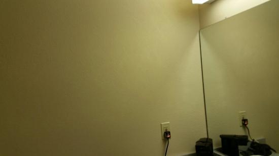 Comfort Inn: No headbords, No towel rack, ripped curtains