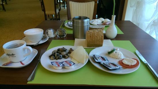 Hotel Olympic: śniadanie szwedzki stół