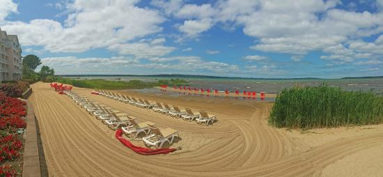 Cherry Tree Inn & Suites: Cherry Tree Beach Front.  Grab a lounge chair and relax your worries away!