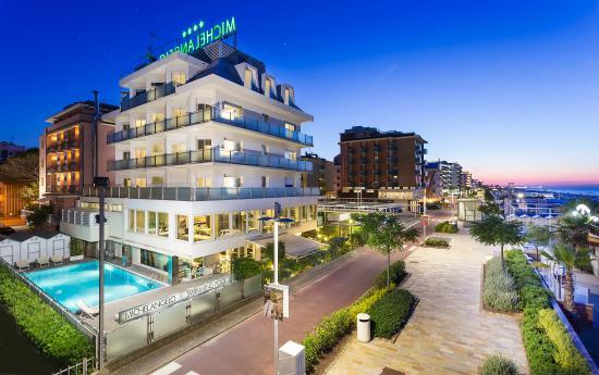 Hotel michelangelo riccione italia prezzi 2018 e for Hotel barcellona sul mare