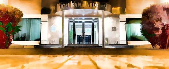 Hotel San Pablo Sevilla: ENTRADA HOTEL