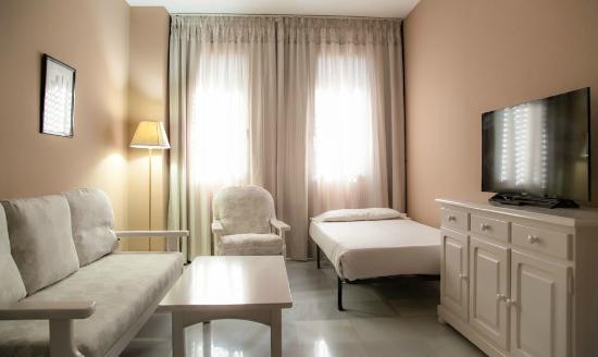 Hotel San Pablo Sevilla: HABITACION CON SALON