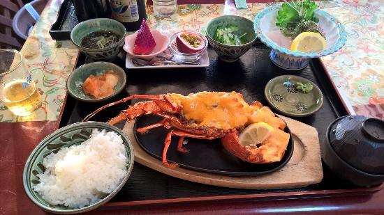 仲泊海产物料理店