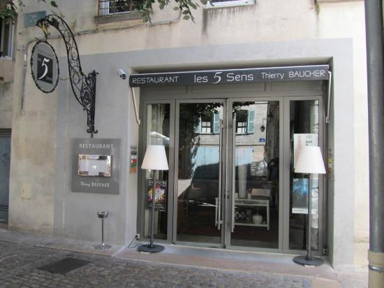 a welcome sign picture of les 5 sens avignon tripadvisor. Black Bedroom Furniture Sets. Home Design Ideas