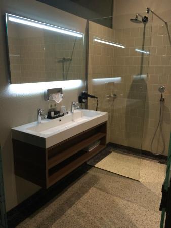 badezimmer m.glasdusche in einem superior zimmer - picture of best, Badezimmer