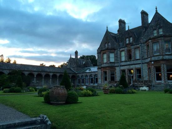 Glaslough, Irlandia: Castle and some of the gardens