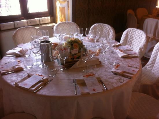 Castello di Roppolo: Allestimento tavoli in collaborazione con Stampa e Crea
