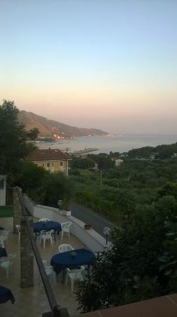 Hotel Ristorante L'ulivo: ke panorama romantico! al tramonto dalla camera!