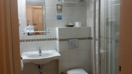 Barin Hotel: chambre