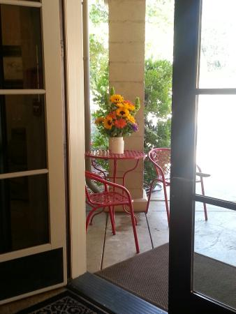Limerock Orchards: A beautiful porch and fabulous food!