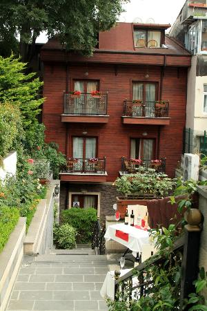 Rose Garden House Hotel - Picture of Rose Garden Suites, Istanbul ...