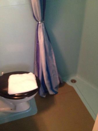 salle de bain/wc - Picture of Couleurs Sud, Charleville-Mezieres ...