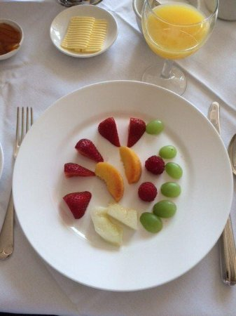 Chapel House Restaurant with Rooms: Breakfast - fresh fruits
