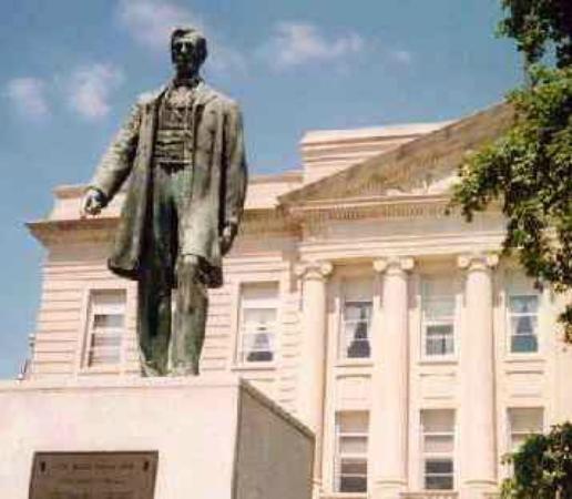Jefferson, Айова: Statue