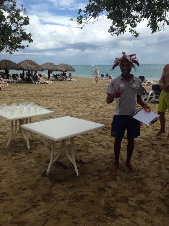 BlueBay Villas Doradas Adults Only: James Bond getting ready to start ping pong