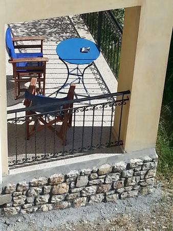 Myloi, Yunani: Ο Ξενώνας των Μύλων