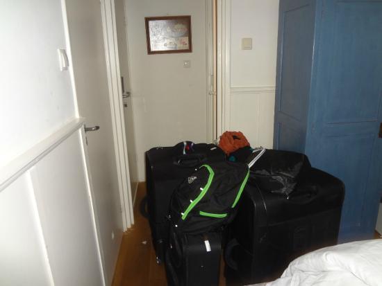 Hotel Teun: valijas en la habitación