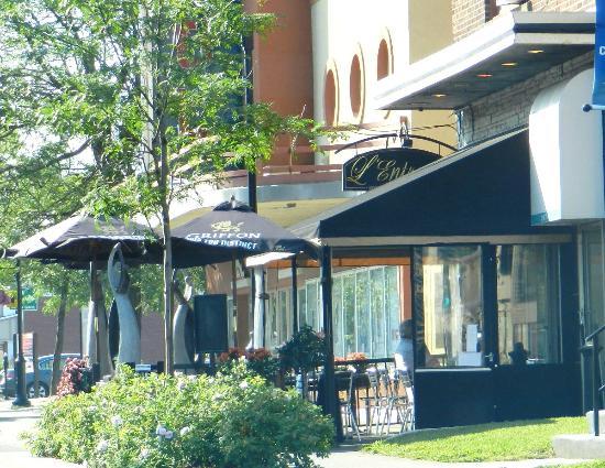 L'Entracte Resto-Bistro: La façade