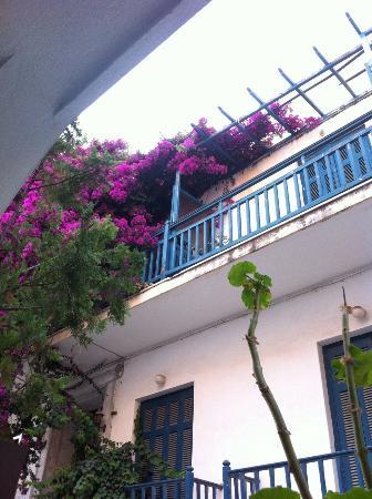 Studios Stratos: Het uitzicht vanaf het balkon!
