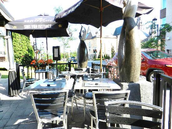 L'Entracte Resto-Bistro: La belle terrasse