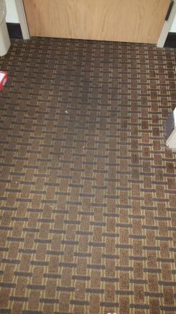 Sleep Inn & Suites Pooler: Extremely dirty floor in room