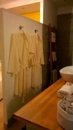 La Mimosane : la salle de bain