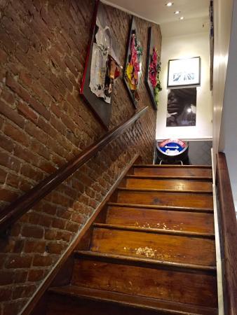 La Maison d'Art: Escalier menant aux chambres