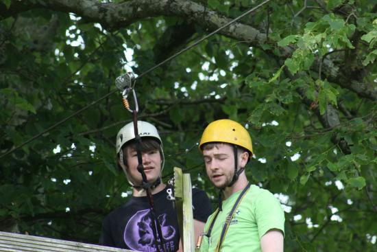 Loughcrew Adventure Centre: Shaun Downey explaining to Josh how use the zip line