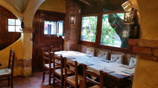 Ristorante Pizzeria La Taverna : varie sale