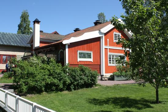 Carl Larsson-garden: Lilla Hyttnäs från sjösidan
