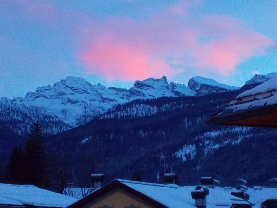 Villa Alpina: Tramonto dopo la nevicata