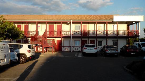 Fasthotel de Manosque: Hotel (visto dal parcheggio)