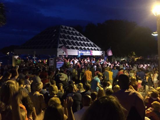 Shelter Cove Harbour & Marina: Kid concert Fun