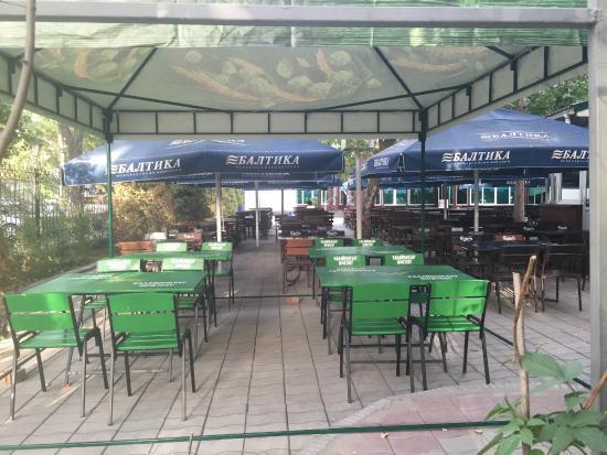 Pinta Pub: the outside seating area.