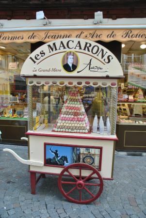 Carrettino Dei Macarons Di Grand Mere Auzou Picture Of