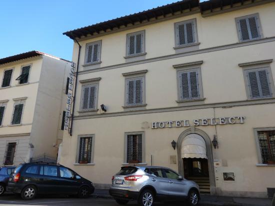 Select Hotel: A szálloda utcai frontja