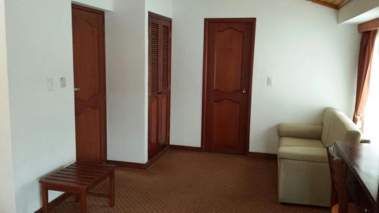Blu Inn Hotel: Espacio habitacion