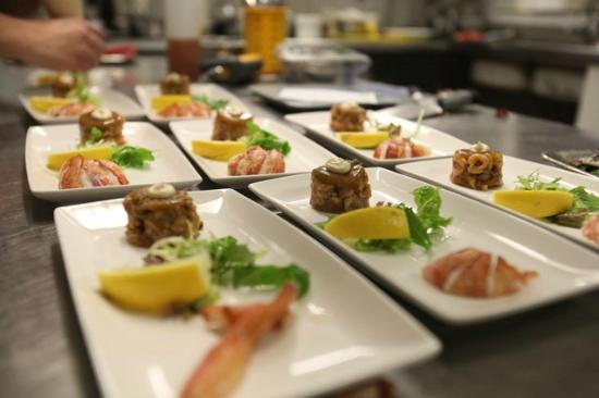 https://media-cdn.tripadvisor.com/media/photo-s/08/5f/77/19/restaurant-de-eetkamer.jpg