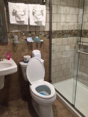 Sea Shell Resort and Beach Club: great bathroom