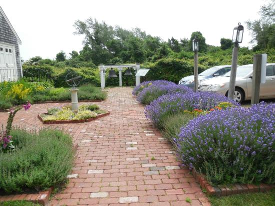 Atwood House Museum: Path to the Bells